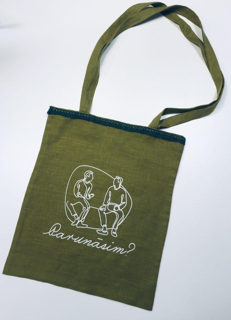 Zaļš auduma maiss ar melnu mežģīņu apmali